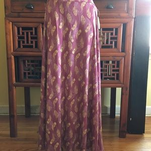 Lularoe Maxi skirt in gorgeous feather print!
